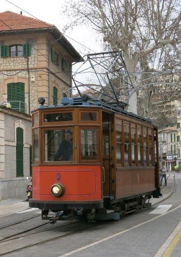 Mallorca2013StrassenbahnPuertoDeSoller.jpg