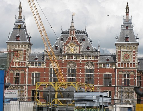 Amsterdam2010Hauptbahnhof.jpg