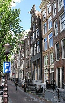 Amsterdam2010SchiefesHaus2.jpg
