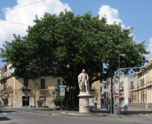 Sizilien2011_MessinaPiazzaFeliceCavallotti.jpg