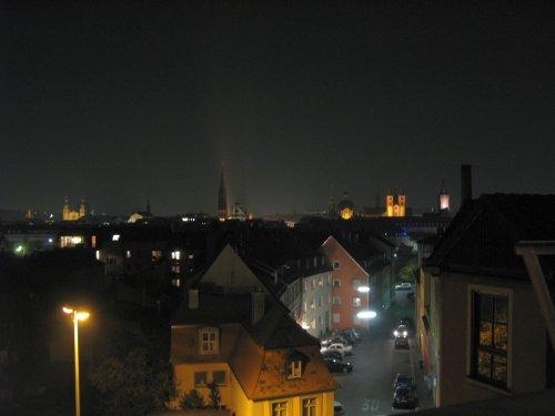 Wuerzburg2011BlickAusDemHotelzimmerBeiNacht.jpg