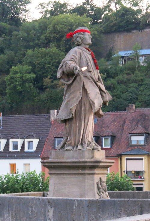 Wuerzburg201508_Bruecke_S_Colonat.jpg