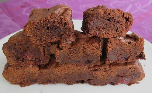 BrowniesMitKirschenStuecke.jpg